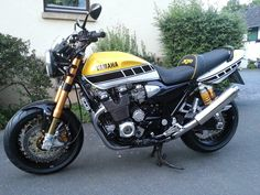 Ducati, Yamaha Xjr, Yamaha Motorbikes, Triumph Motorcycles, Cars And Motorcycles, Mopar, Motocross, Vespa Vintage, Hero Motocorp