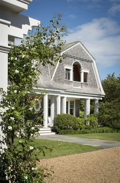Shingle Style Architecture, Architecture Today, Shingle Style Homes, Classic Architecture, Architecture Details, Nantucket Style Homes, Gambrel Roof, Architectural Shingles, American Houses