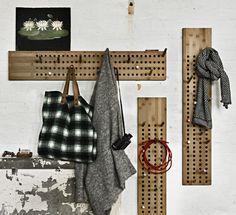 Scoreboard Wandgarderobe von We Do Wood: Stäbchen sorgen für eine individuelle Aufhängung von Jacke, Mantel, Tasche und Schal an der Garderobe
