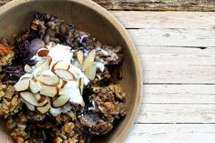 Plan to make this Crockpot Nutty Blueberry Banana Oatmeal #crockpotoatmeal