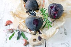 Looking for the secret method of how to cook beets to highlight their earthy flavor? We've got 5 different techniques and 9 yummy recipes to test them with. Beet Recipes, Vegetarian Recipes, Healthy Recipes, How To Peel Beets, Canned Pickled Beets, Raw Beets, Roasted Beets, Back To Nature, Learn To Cook