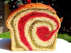 Beet and Spinach Swirl Bread [Vegan] - One Green PlanetOne Green Planet Homemade Pumpkin Seeds, Spinach Bread, Vegan Bread, Beet Bread Recipe, Beet Recipes, Potato Bites, Pumpkin Seed Butter, Base Foods, Vegetarian