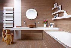 Ukázka konceptu dřevěné koupelny od Siko koupelny a kuchyně s rektifikovanou dlažbou Timber Natural (Fineza), formát 26,4 x 179,8 cm, cena 1 999 Kč/m2, www.siko.cz