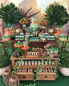 Geniales ideas para fiestas de Dinosaurios | Tarjetas Imprimibles Baby Boy Birthday, Boy Birthday Parties, Jungle Theme Birthday, 2nd Birthday, Fiesta Safari, Dragon Party, Jungle Party, Safari Party, Baby Party