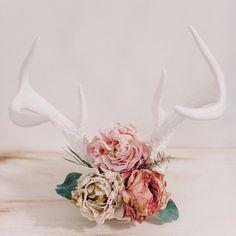 Floral antlers by @redteepee
