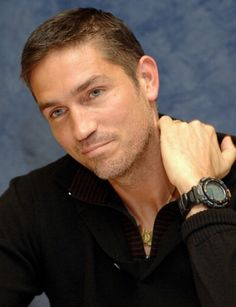 I don't know why, but I think Jim Caviezel looks cute in this picture. :)