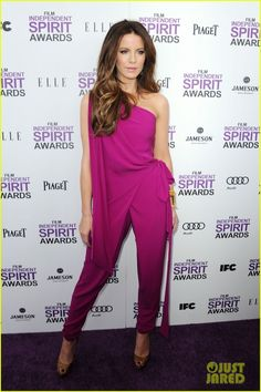 No matter what fashion people say, I think jump-suits are queer and very unflattering. But then this happened. I love it.
