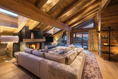 The incredibly chic Agate Penthouse is part of stylish development in the very heart of Verbier.  This outstanding property, situated at Verbier's Place Blanche, was completed in 2017 winter season. It masterfully contains chic chalet style, high end furnishings and modern design to create one Verbier's most sought after penthouse apartments.  You enter the property from the slopes straight into the private ski room, where are you will find heated boot warmers and ample storage for your ski… Chalet Interior, Chalet Style, Penthouse Apartment, Cabin In The Woods, Cozy Cabin, Open Plan Kitchen, Double Bedroom, Contemporary Interior, Bed And Breakfast