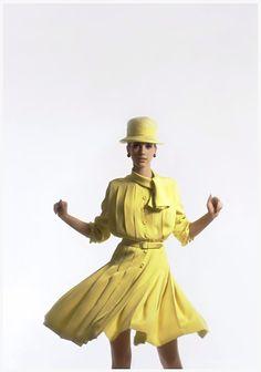 Marisa Berenson – Dior Haute Couture Archive Vogue UK –  Photo David Bailey 1965