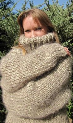 Thick Sweaters, Women's Sweaters, Turtleneck Outfit, Sweater Outfits, Gros Pull Mohair, Chunky Knits, Angora Sweater, Jumpers, Turtle Neck