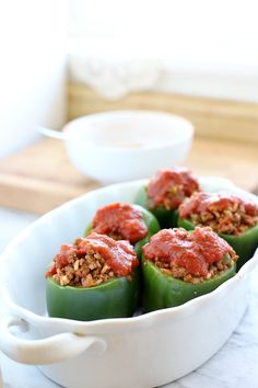 A complete and comforting meal of favorable ground beef and rice in a neat bell pepper package topped with your favorite tomato sauce. Best Stuffed Pepper Recipe, Baked Stuffed Peppers, Stuffed Pepper Soup, Clean Recipes, Easy Dinner Recipes, Beef Recipes, Recipies, Grateful Prayer, Thankful Heart