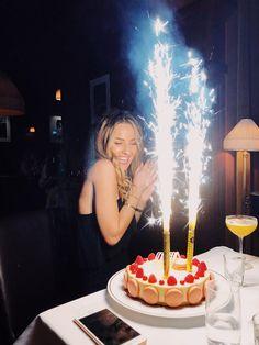 Birthday Goals, 18th Birthday Party, Happy Birthday Me, Birthday Party Decorations, Birthday Celebration, Girl Birthday, Cute Birthday Pictures, Birthday Photos, Birthday Photography