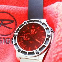 Ready for an all red ski weekend with Rossignol ski gear and of course the MWG watch and its famous red window over dial  ⌚ Still got the VP 18-02, 03 and 04 available at http://www.uigwatch.com/collections/molarity  #uigwatch #largeswisswatch #molari