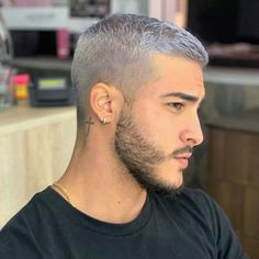 damn is he cute Cool Hairstyles For Men, Cool Haircuts, Haircuts For Men, Straight Hairstyles, Hair And Beard Styles, Short Hair Styles, White Hair Men, Men Hair Color, Mode Masculine