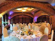 Hotel Palatium jest trzygwiazdkowym hotelem zlokalizowanym nieopodal Warszawy. Jest to idealne miejsce na urządzenie przyjęcia weselnego lub innej uroczystości rodzinnej. Dysponujemy dwiema salami bankietowymi oraz ogrodem dostosowanym do urządzania w nim przyjęć. Starannie dobrane menu, profesjonalna obsługa, przyjemny wystrój i komfortowa baza noclegowa dla gości. Zapraszamy do poznania naszej oferty!