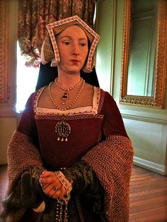 Jane Seymour, Third Wife of Henry VIII, Waxwork at Warwick Castle I think this must be incredibly close to what the real woman looked like. gave birth to Henry VIII only living son. Tudor History, European History, British History, Dinastia Tudor, Los Tudor, Wives Of Henry Viii, King Henry Viii, Jane Seymour, Tudor Costumes