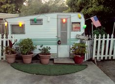 Beautiful & Fun Glamper Playhouse Remodel Ideas - Savvy Ways About Things Can Teach Us Old Campers, Retro Campers, Vintage Campers, Vintage Motorhome, Happy Campers, Vintage Airstream, Camping Vintage, Vintage Rv, Tiny Trailers