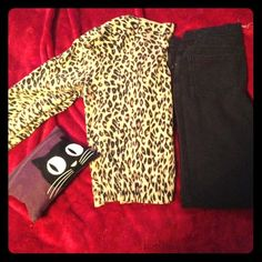 🕸🔮🌑 H & M cheetah sweater 🔮👻SPOOKY SALE PRICE $7 normally asking $10 🎃🔮 H & M brand sweater cheetah print size 10 sweater cardigan  buttons up in front 3/4 length sleeves used but great condition H&M Sweaters Cardigans