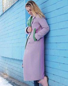 По истине дизайнерское пальто! Такого вы точно нигде не найдёте! Невероятно красивое пальто, сложное само по себе и причём зимнее!!! ❄️ В этой модели используется более 5-ти видов ткани, изящная фурнитура и просто безумный дизайн И все это #зробленовукраїні Больше пальто по хэштегу⤵️ #jillcoat ▫️ Пиши в Директ для уточнения цены и других подробностей ⏰Без выходных ✈Доставка по миру Обмен, возврат 30 дней #jillcoat #Пальто #КупитьПальто #КрасивоеПальто #ПальтоУкраина #ВесеннееПальто…