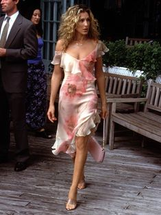 Take a look at the Carrie Bradshaw outfits that still stand the test of time.