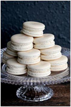 Vanilla Bean Macarons. recipe step-by-step: http://cakejournal.com/tutorials/how-to-make-macarons/