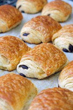 If you love Pain au Chocolat, otherwise known as Chocolate Croissants, you will be over the moon with this incredibly easy adaptation of the traditional French Pain au Chocolat. Nutella, Breakfast Recipes, Dessert Recipes, Sicilian Recipes, Sicilian Food, Puff Pastry Recipes, Pain Au Chocolat Recipe Puff Pastry, Bread And Pastries, Churros