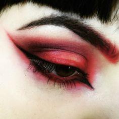 LOVE red eyeshadow!