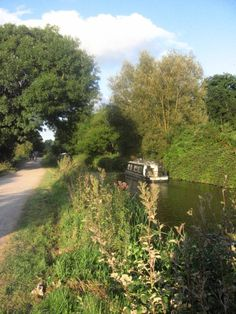 Evening cruising on the Kennet and Avon Canal. Photo by David Roberts