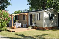 Mobil-home Vacances 2 - Campsite Le Dauphin Shed, Outdoor Structures, Cabin, House Styles, Home Decor, Vacation, Decoration Home, Room Decor, Cabins