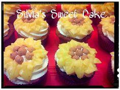 Cupcake con crema al mascarpone e limone curd https://www.facebook.com/silviassweetcake #flowercupcake  #cupcake #lemoncurd #creemaalmascarpone