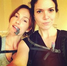 Minka Kelly and pal Mandy Moore hit up a Malibu, CA, hike at The Ranch at Live Oak — looks like these ladies understand the importance of Winter hydration! Celebrity Gossip, Celebrity Photos, Celebrity News, Mandy Moore Divorce, Celebs Without Makeup, Minka Kelly, Instagram Snap, Hollywood Gossip, Girls Time