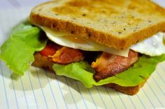 Sandwich BLT avec Œuf et Fromage