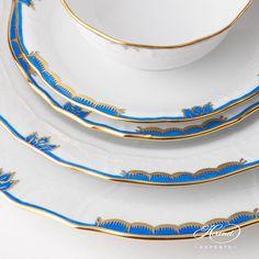 Place Setting 5 Pieces - Herend Princess Victoria Blue A-BGNB pattern. Modern design. Herend fine chine Princess Victoria, Dinner Sets, Place Settings, Dinner Plates, Fine China, Wedding Gifts, Modern Design, Porcelain, Pattern