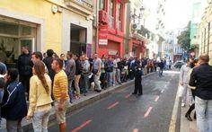 Alegeri prezidenţiale 2014. Mii de români stau la coadă la secţiile din Munchen, Paris, Viena, Madrid şi Londra - #Diasporavoteaza (Adevarul)