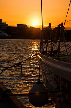 How about a sunset cruise? Perfect way to relax on your vacation in Victoria, B.C. Just one of the great things about visiting an island and heading to the ocean. #travel #sail #exploreVictoria #sunset #Summer | www.tourismvictoria.com