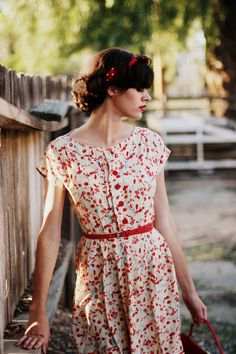 8cfcc2e6d79 pretty flowered dress with cap sleeves and skinny red belt