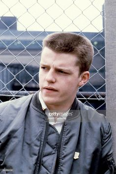 Suggs (Graham McPherson), singer of English group Madness, circa by Kevin Cummins. Cool Haircuts, Haircuts For Men, Vintage Mens Haircuts, Flat Top Haircut, Brush Cut, Skinhead Fashion, Ivy League Style, Music Photographer, Big Crush