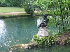 Le Parc de la Bouzaize à Beaune - Balades en barque, présence d'animaux et la statue Ondine installée dans les années 1920-1925 - à découvrir en famille ! www.gite-bourgogne.net