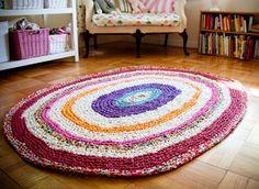 Entre los proyectos que uno no puede ponerse, las alfombras figuran en los primeros puestos de popularidad. Los resultados pueden ser muy vistosos, no son técnicamente muy complejos y aportan un bi…