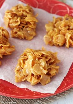 Corn Flakes Caramel Tuft - Similar to Mama's recipe, I also add 1 cup of coconut and 1 cup of chopped walnuts. Makes about Corn Flakes Caramel Tuft - Similar to Mama's recipe, I also add 1 cup of coconut and 1 cup of chopped walnuts. Caramel Recipes, Candy Recipes, Sweet Recipes, Cookie Recipes, Dessert Recipes, Desserts Caramel, Caramel Cookies, Healthy Recipes, Cornflake Candy