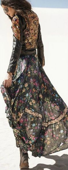 Boho clothes, jewelry and bags have rocked the fashion world. Boho has been immensely popular both with celebrities with masses alike. Let us look over on Boho Hippie Style, Estilo Hippie Chic, Gypsy Style, Bohemian Style, Bohemian Dresses, Bohemian Fashion, Gipsy Fashion, Boho Outfits, Boho Dress