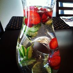 3 T chia seeds. (The chia seeds will settle at the bottom, so stir before pouring). By Shauntel :) Detox Fruit Water, The Tiny Seed, Home Detox, Chia Recipe, Beauty Detox, Body Hacks, Detox Drinks, Chia Seeds, Health Diet