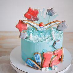 Скажу честно, тортики для уже взрослых парней мне делать сложнее. Но знаю, что все хотят радоваться в свой день рождения, хоть взрослый парень, хоть маленькая принцесса, поэтому никогда не отказываюсь от таких заказов. Надеюсь имениннику понравится