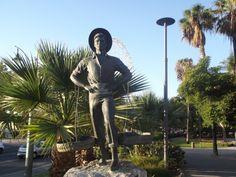 El Senachero monumento al vendedor de pescado en 1968. Malaga 🗽