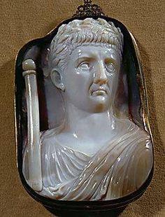 Roman Cameo, 1st-3rd century CE. Caesar Claudius (41-54 CE) with scepter. Chalcedony. Height 14.5 cm Inv. IX A 2. Kunsthistorisches Museum, Antikensammlung, Vienna, Austria.