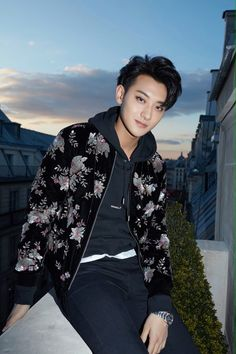 Tao looking fricken hot! Chanyeol, Exo Tao, Kpop, Panda Bebe, Rapper, Huang Zi Tao, Exo Korean, Kim Minseok, Funny