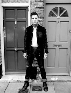Look rockabilly pour homme. Coiffure courte et gel. // Rockabilly look for a man. Short hair and gel (or gomina). Greaser Guys, Greaser Outfit, Greaser Style, Rockabilly Boys, Rockabilly Fashion, Greaser Fashion, Rockabilly Outfits, Psychobilly, Jimmy Q