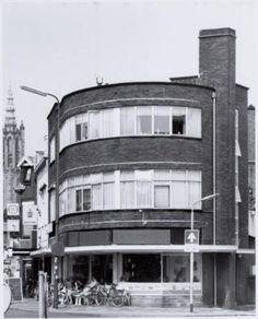 Arnhemseweg 42, aan het Prinses Julianaplein. Ijssalon van Roon.