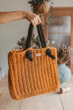 "Ravelry: Hand bag ""Office lady"" pattern by Simona Kastanauskiene Crochet Handbags, Crochet Purses, Crochet Bags, Crochet Cord, Crochet Hook Sizes, Crochet Supplies, Tote Bags Handmade, Handbag Patterns, Simple Bags"
