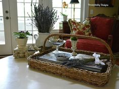 die besten 25 french country coffee table ideen auf pinterest shabby chic einrichtung hgtv. Black Bedroom Furniture Sets. Home Design Ideas